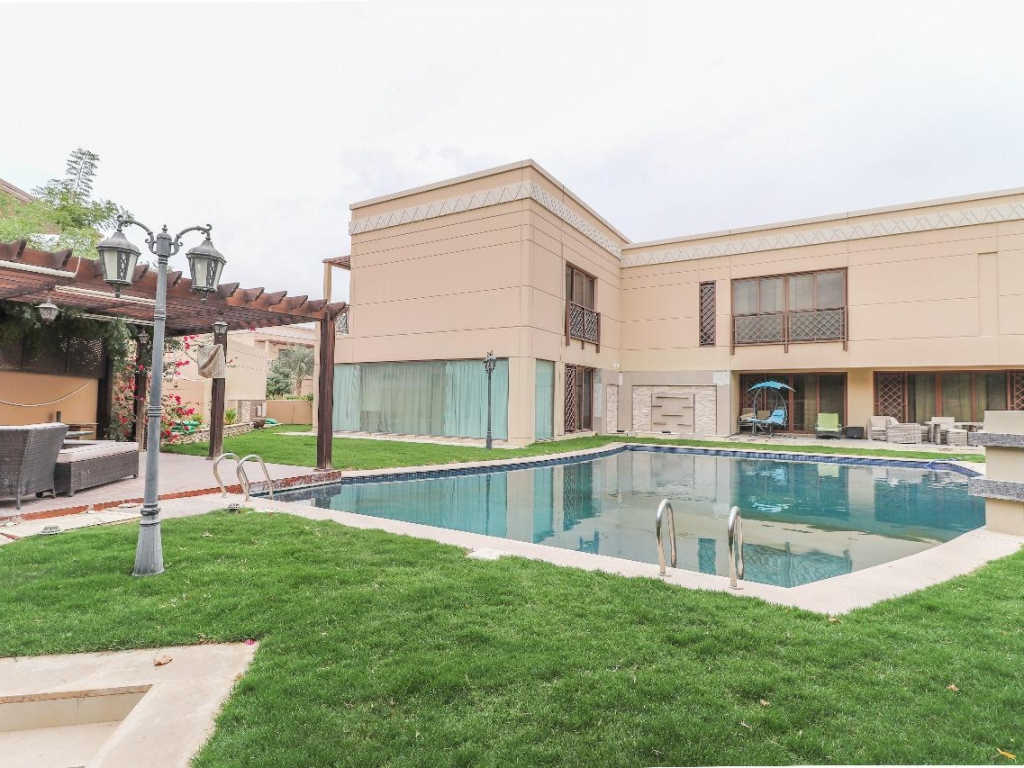 Distinctive and furnished 5 bedroom family villa with spacious garden pool